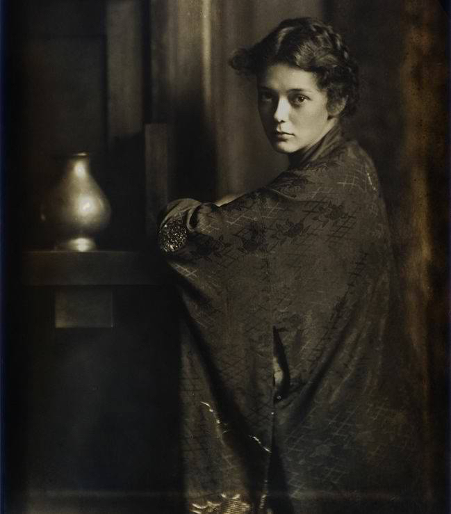 Jeune femme 1900