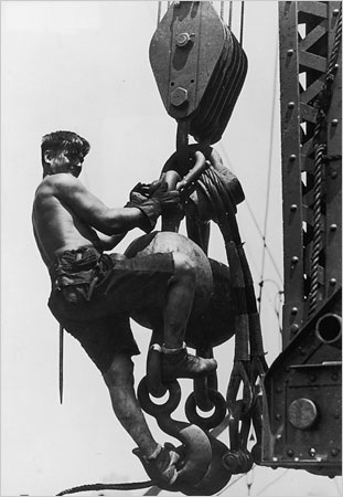 © Lewis Hine - Empire State Building